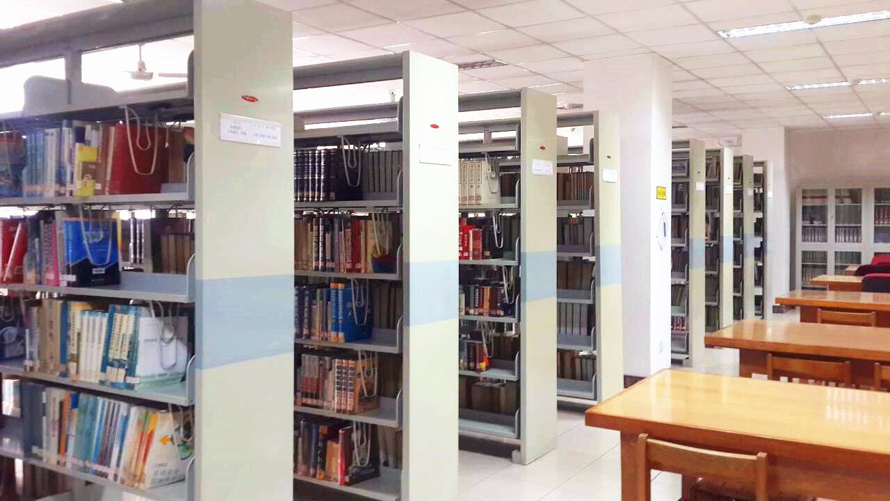 校本部图书馆将在书库开辟一                  场景,为即将毕业离校图片